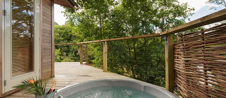Hot tub at 4 Waters Edge, Lanreath