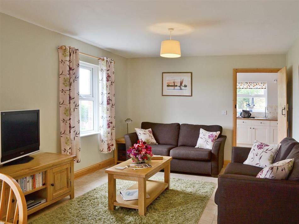 Living room in Dairy Farm Cottage, West Caister