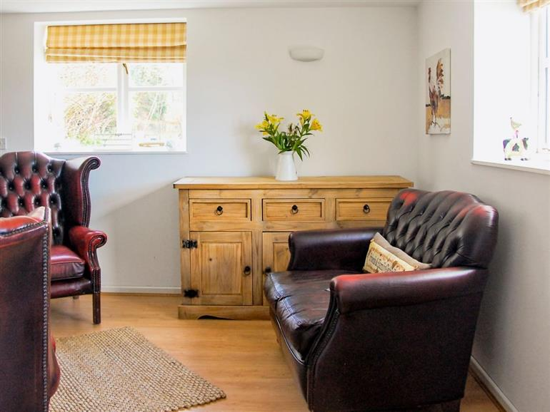 Little duckling cottage ref w43685 in farlow nr for Furniture kidderminster