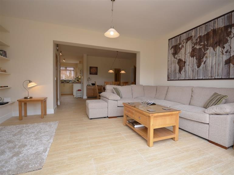 Cottage in sandringham king 39 s lynn pet friendly with hot tub cottage weekend and short breaks - Garden furniture kings lynn ...