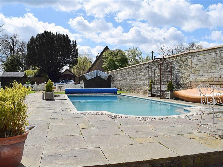 River nene cottages barley cottage ref ukc315 in - Pet friendly cottages with swimming pool ...