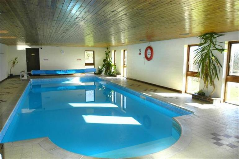 Peek a boo ref 1226 in pet friendly cottage weekend - Pet friendly cottages with swimming pool ...