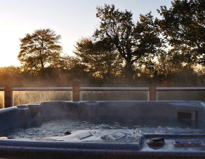 Holiday Cottages And Lodges In The Uk With Hot Tubs