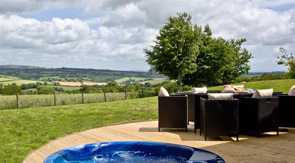 8 Horizon View, Liskeard with hot tub