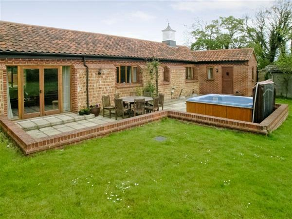 Beech Barn, Neatishead, Norwich, Norfolk., Eastern England with hot tub