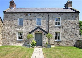 Bargain Cottage Pet Friendly Weekend Breaks in Crwys Farm - Crwys Farm House, Three Crosses, Gower, Swansea. with Hot Tub