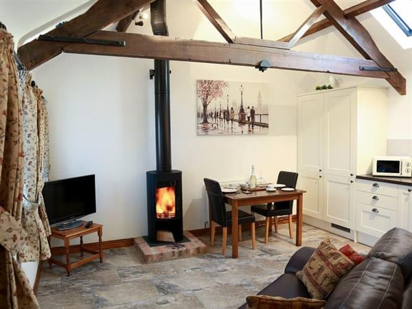 Midknowle Farm Cottages - The Snug, South Barrow, near Yeovil, Somerset with hot tub