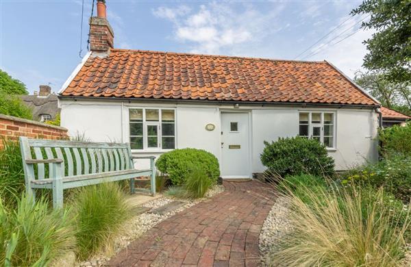 Myrtle Cottage in Friston, Suffolk - cottage holidays Suffolk