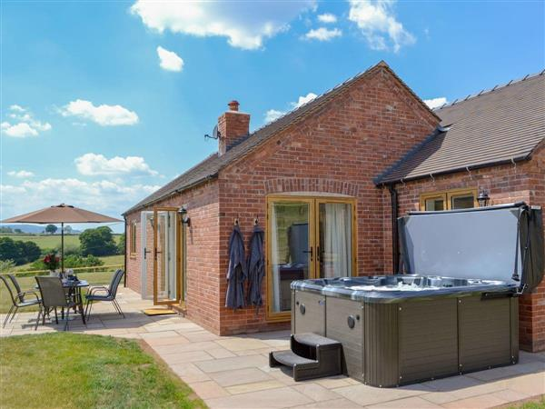 Orchard Cottage, Upton Cressett, near Ironbridge, Shropshire with hot tub