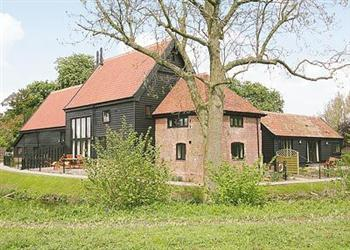 Bargain Cottage Pet Friendly Weekend Breaks in Owl's End, Wattisham, Suffolk. with Hot Tub