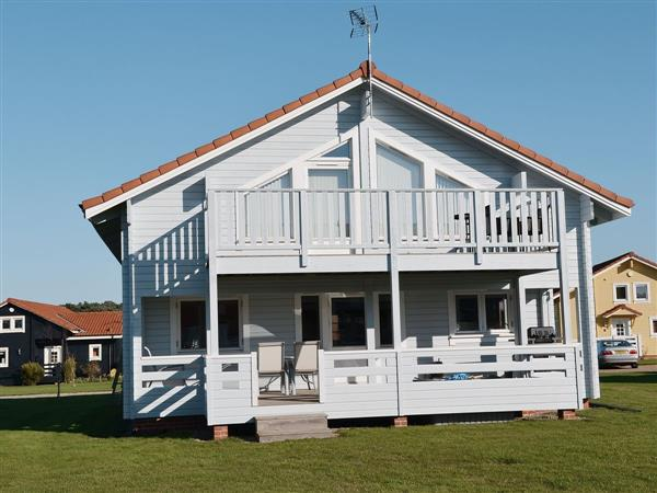 Puddleduck, Fritton, nr. Great Yarmouth, Norfolk with hot tub