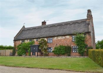 The Manor House, Browston, nr. Gorleston-on-Sea, Norfolk with hot tub