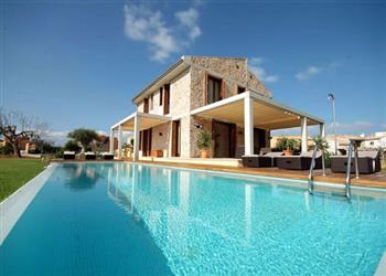 Villa Barcares Gran in Pollensa, Majorca