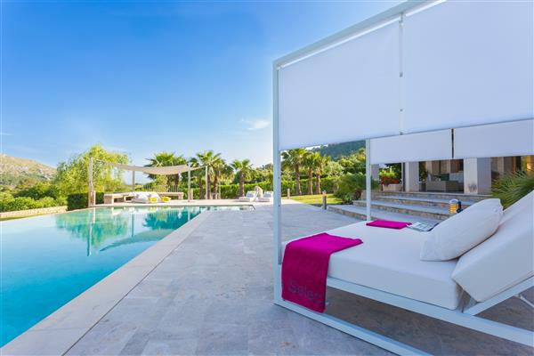 Villa Casesnovas, Pollensa, Mallorca With Swimming Pool