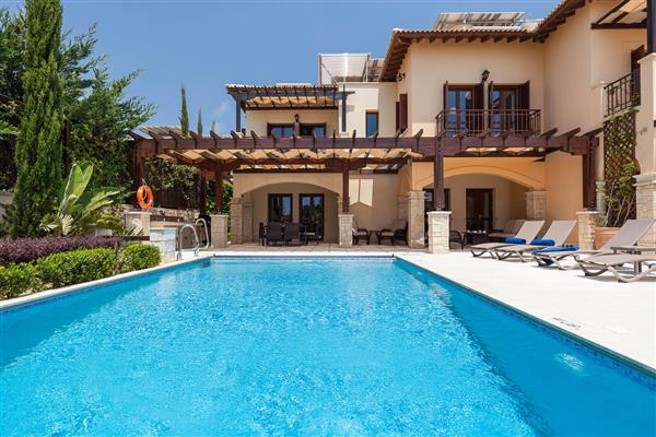 Villa Christina, Aphrodite Hills, Paphos With Swimming Pool