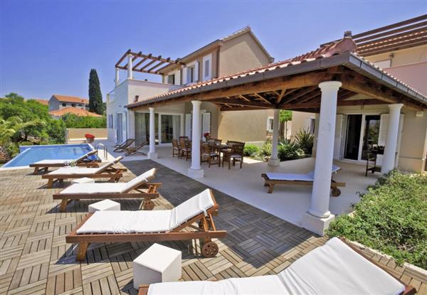 Villa Dinora, Brac, Croatia with hot tub