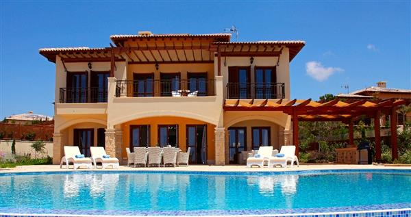 Villa Dion, Aphrodite Hills, Paphos With Swimming Pool