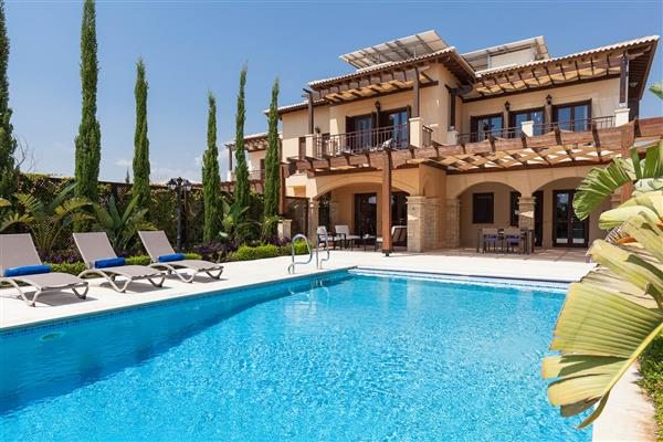 Villa Eleni, Aphrodite Hills, Paphos With Swimming Pool