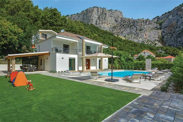 Villa Mater Anka, Omis, Split Region With Swimming Pool
