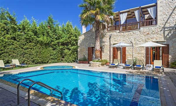 Villa Raymond, Rethymnon, Crete With Swimming Pool