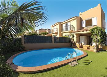 Villa salvador ref 10228 in gran canaria with swimming pool villas in maspalomas for for Villas in uk with swimming pool