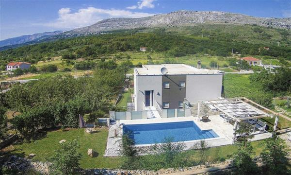 Villa Vlatka, Dalmatian Coast, Croatia with hot tub