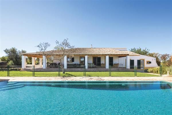 Villa holidays which sleep 8 or more people - villas in ...