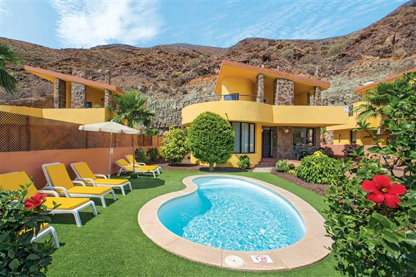 Villas flores ref 11615 in gran canaria with swimming pool villas in tauro for couples for Villas in uk with swimming pool
