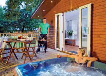 Woodstock Lodge, Chipping Norton, Kingham with hot tub
