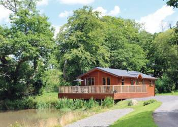 Relax in a Hot Tub at Herons Brook Lodges
