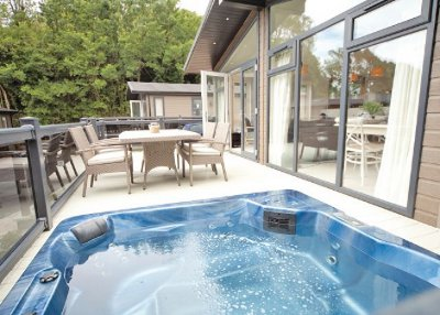 Woodside beach lodges between ryde and cowes on the isle for Woods bathrooms isle of wight