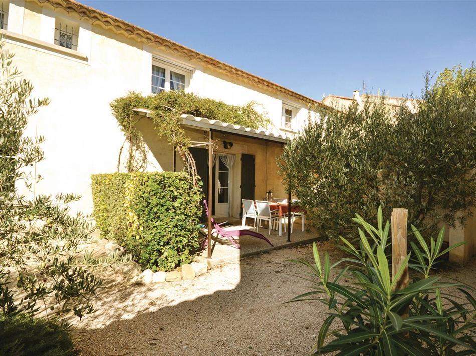 le jardin doliviers 1 ref fpv472 in monteux vaucluse cottage and gites in france. Black Bedroom Furniture Sets. Home Design Ideas
