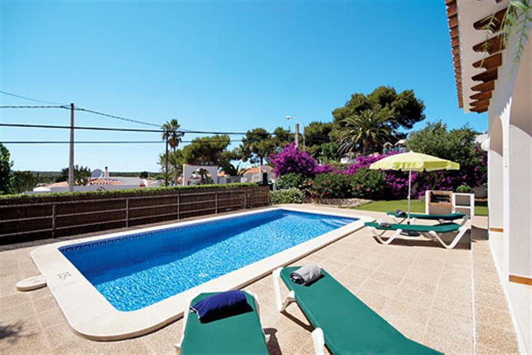 Aramis ref 6804 in spain with swimming pool villas in cala en porter menorca for couples for Villas in uk with swimming pool
