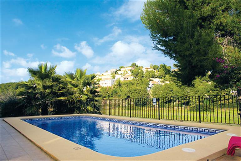 Astret ref 2859 in spain with swimming pool villas in moraira costa blanca for couples for Villas in uk with swimming pool
