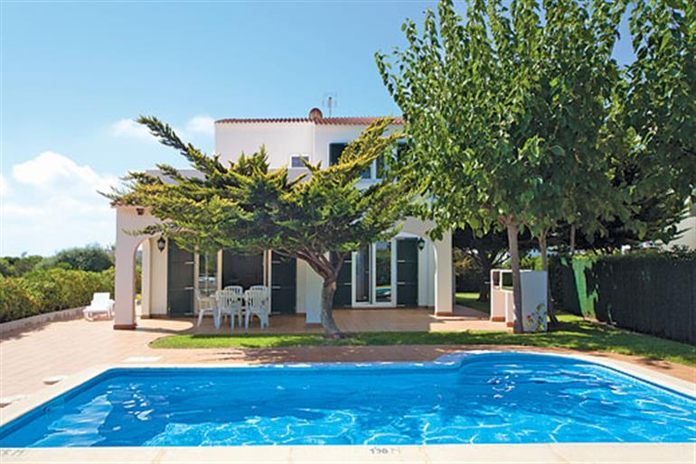 Kandella ref 1377 in spain with swimming pool villas in cala blanes menorca for couples for Villas in uk with swimming pool