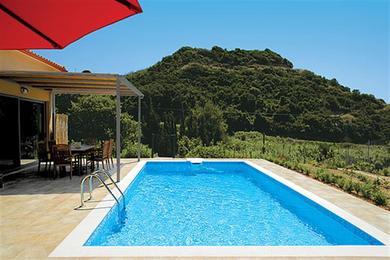 Villa costa ref 6951 in greece villas in mounda beach kefalonia for couples families and for Villas in uk with swimming pool