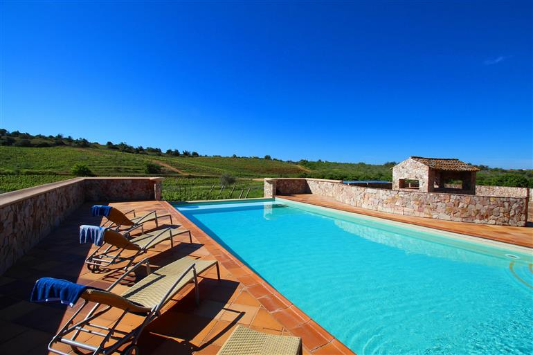 Swimming pool at Villa Nascente, Quinta Dos Vales, Algarve