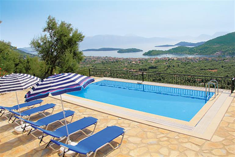 Villa rigani ref 8563 in greece with swimming pool villas in nidri lefkas for couples for Villas in uk with swimming pool