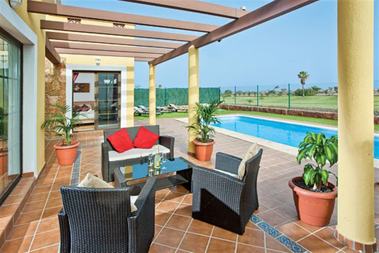 Villa sammia ref 9280 in fuerteventura with swimming pool villas in caleta de fuste for for Villas in uk with swimming pool
