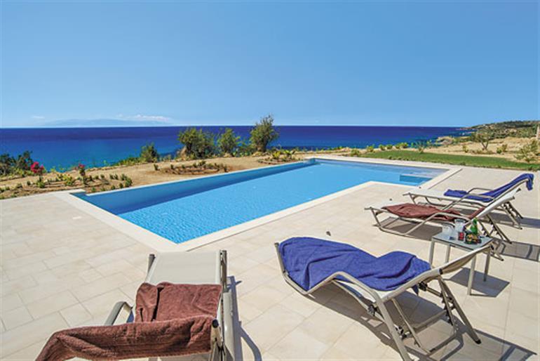 Villa trapezaki beach ref 9209 in kefalonia with swimming pool villas in trapezaki for for Villas in uk with swimming pool